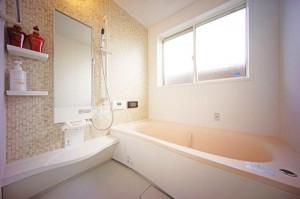 【いつでも清潔!】お⾵呂場の鏡を曇らせない⽅法