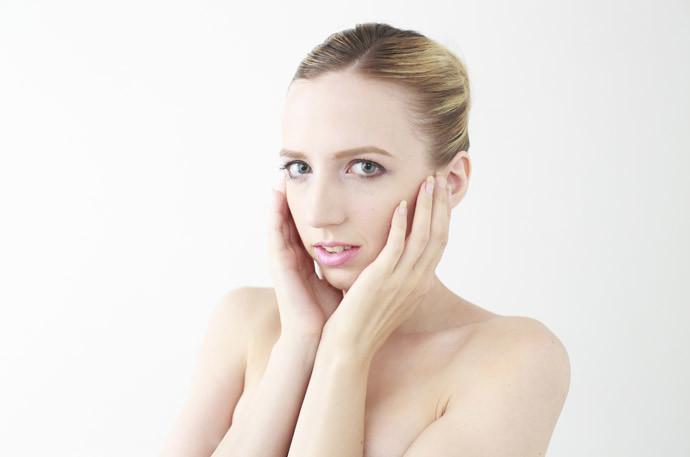 【薄ピンク色の乳首・乳輪へ】バストトップの黒ずみの原因と解消法まとめ