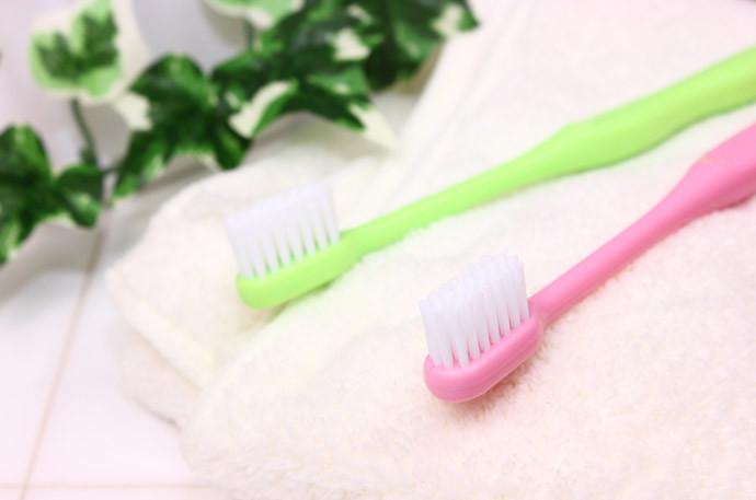 歯ブラシの毛先を元に戻す方法4:歯ブラシを拭く