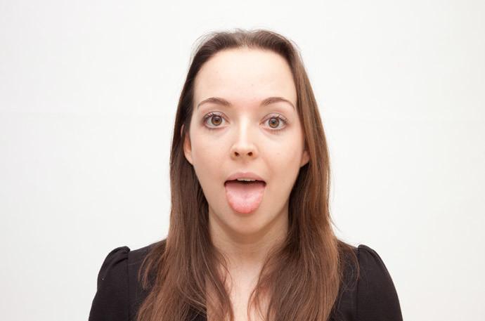 コーヒーを飲んだ後の『口臭』改善方法4.舌を磨く