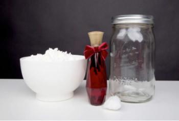 香水のニオイ自体がきつい場合はパウダーを混ぜる1
