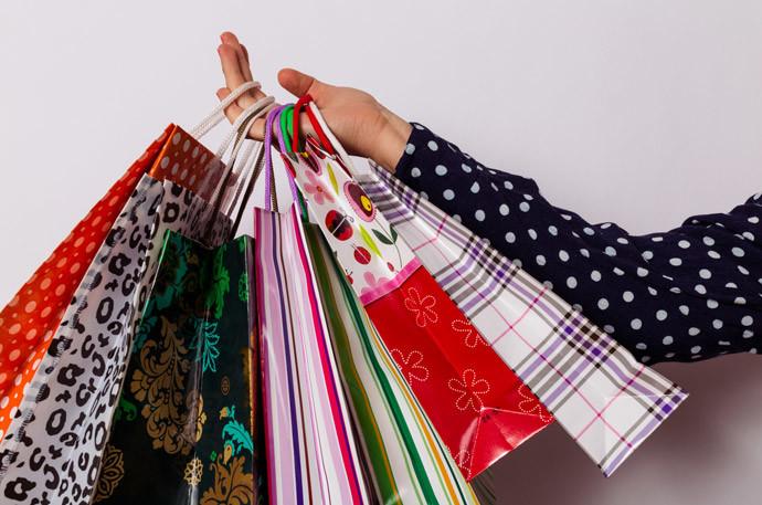 無駄遣いをしてしまう人の特徴2.買い物依存症