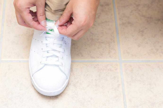 """ブカブカの靴を買ってしまったときの対処法(1)靴ひもを""""きつく""""縛る"""