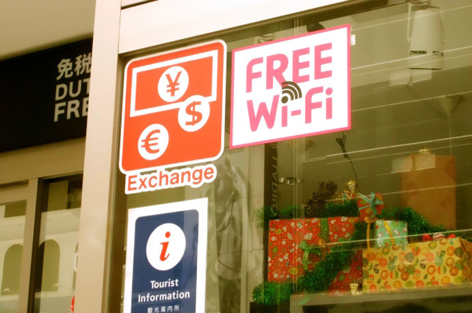 パソコンやスマホをハッキングする方法と対策4.Wi-Fiスポットが危険!?