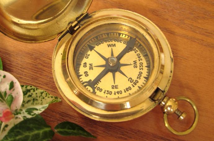 方位磁石を使わずに方位・方角を知る方法「西」と「東」を知る方法