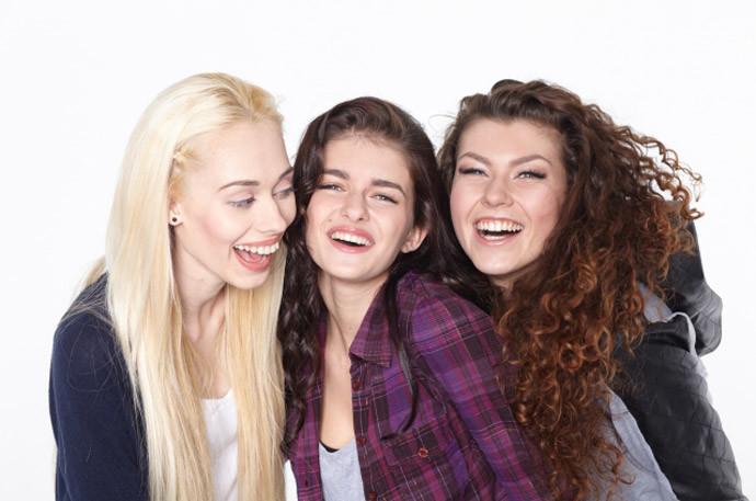 かっこよく見える写メの撮り方2.女友達といるところを写真にする