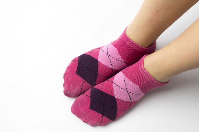 新しい靴の靴ずれ対策4つ2.靴下を二枚重ねて履く
