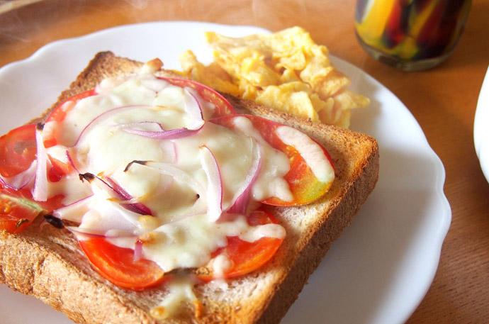 【隠し味】簡単5分!自宅で美味しい「ピザトースト」の作り方