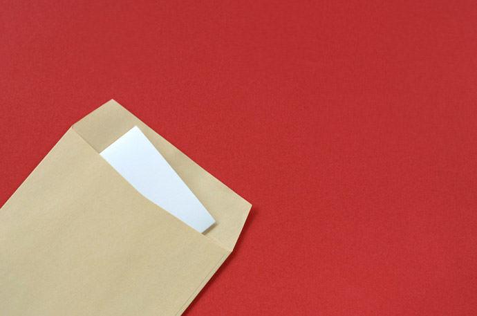 請求書や履歴書などの郵送物に!A4用紙をキレイに三つ折りする方法