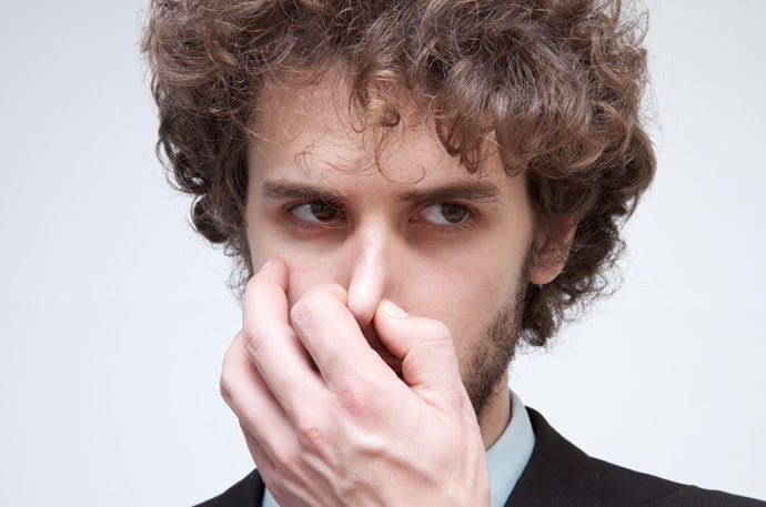【保存版】にんにく好き必⾒!嫌なにんにくの臭いを即効で消す⽅法