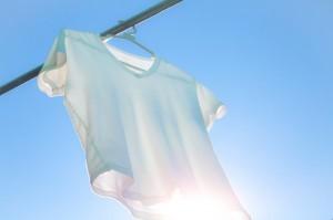 【裏技】Tシャツを一瞬で奇麗にたたむ方法