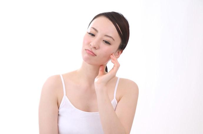 【むくみ解消方法】朝起きたら顔が大きい・目が小さいでお悩みの方必見!