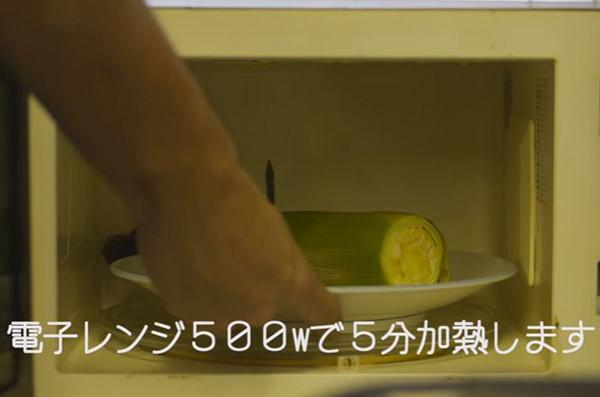 トウモロコシの皮の剥き方2