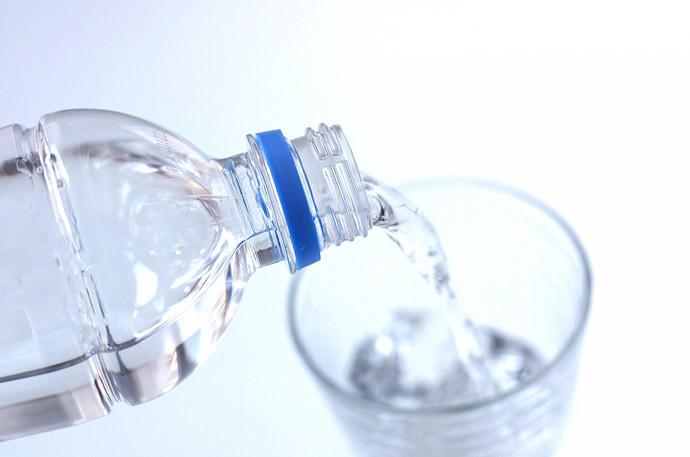 コーヒーを飲んだ後の『口臭』改善方法1.水を飲む