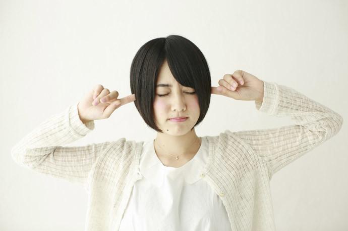 【騒音対策】アパートやマンション住必見!隣や上の階がうるさい時の対処法6つ