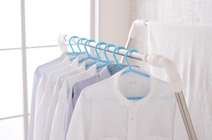 加湿器以外で部屋を乾燥から守る5つの方法2.室内干しをする