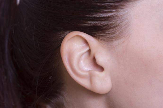 ワキガチェック1.耳垢が湿っている