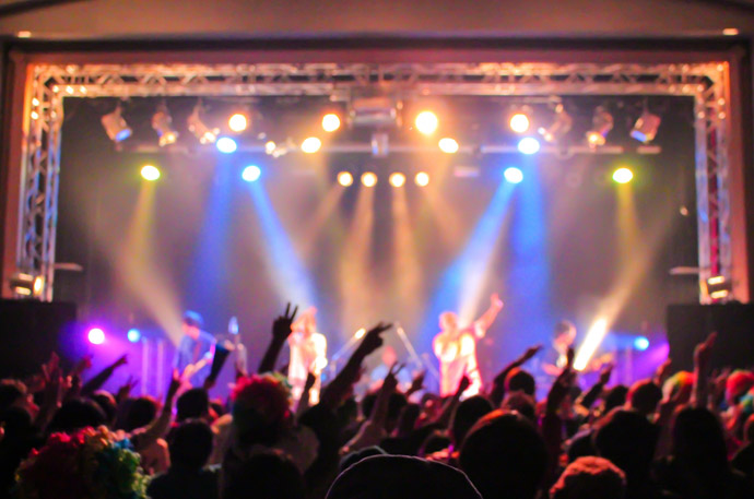 クリぼっちを楽しむクリスマス術4.ライブに参加する